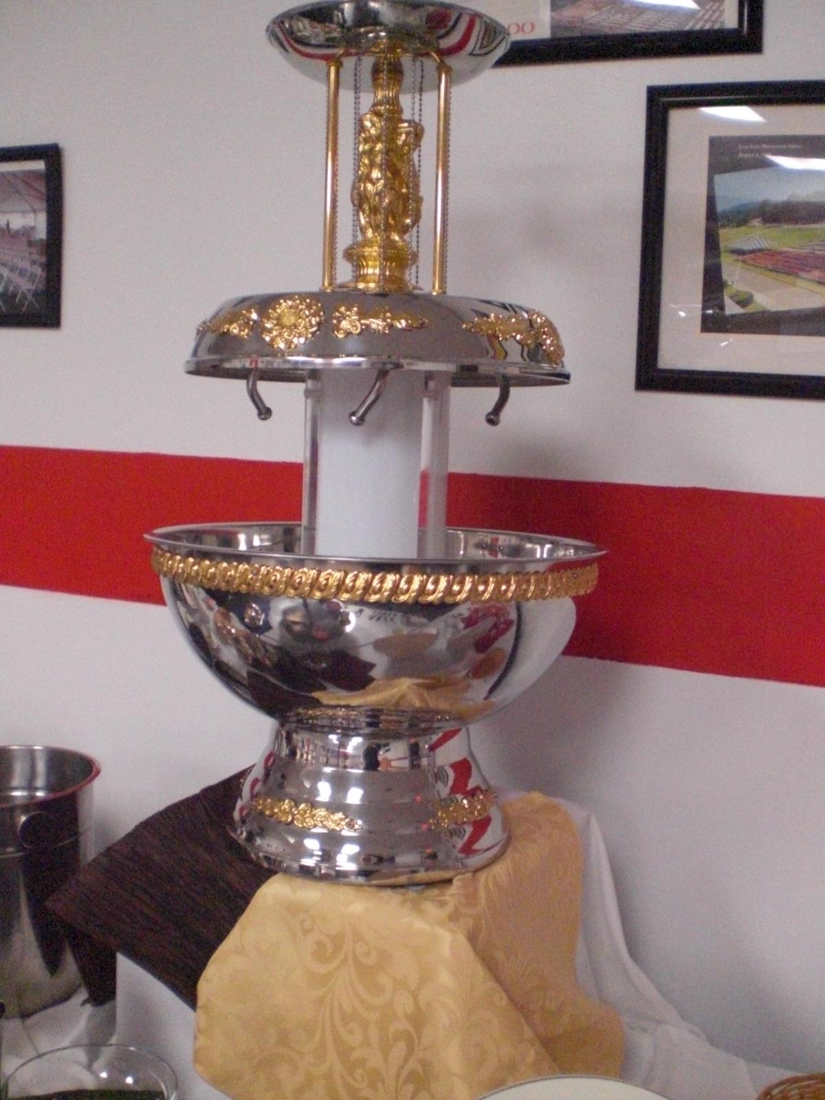 Champagne Fountain Gold Trim 01